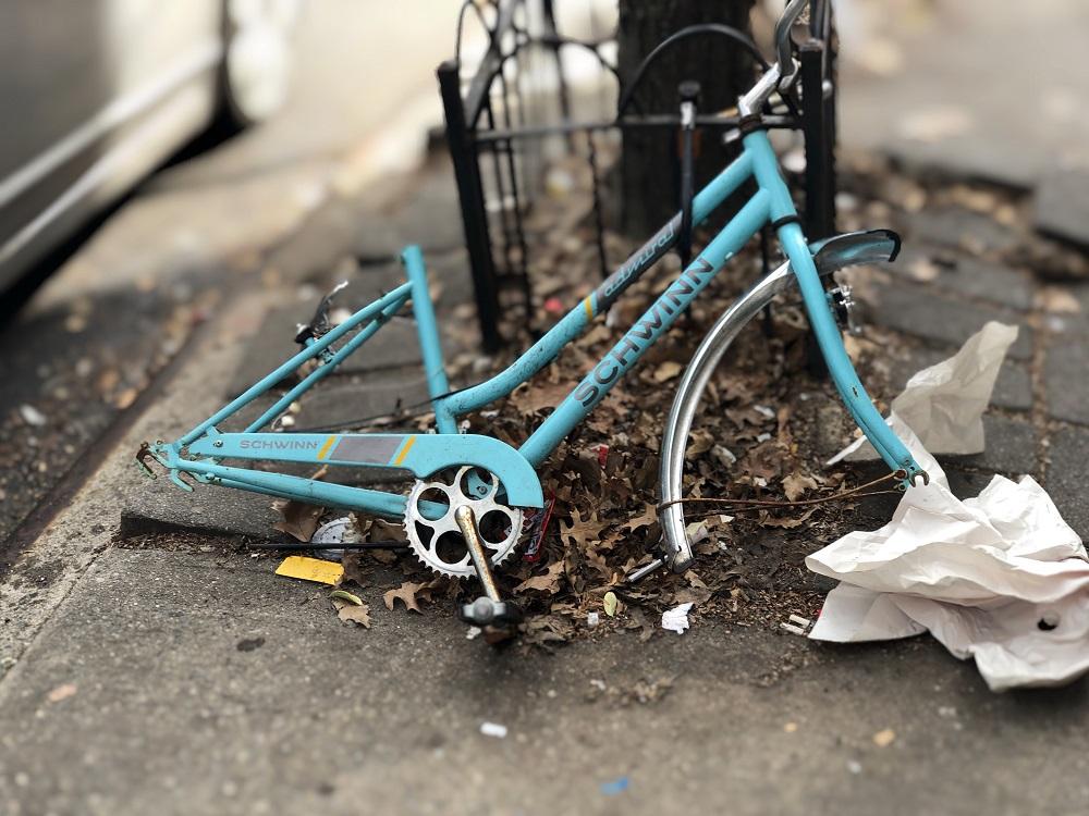 Kaputter blauer Fahrradrahmen